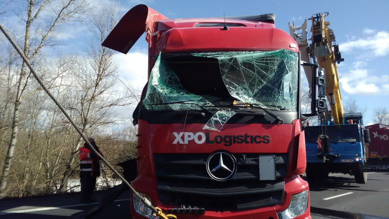 Le chauffeur du camion est sorti indemne de l'accident. / © V.Cooke / France 3 Auvergne
