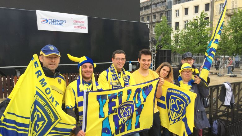 From 10 am, the first supporters of ASM were installed at the foot of a giant screen installed in the Zhod, Clermont-Ferrand Square. / © K.Tyr / France 3 Auvergne