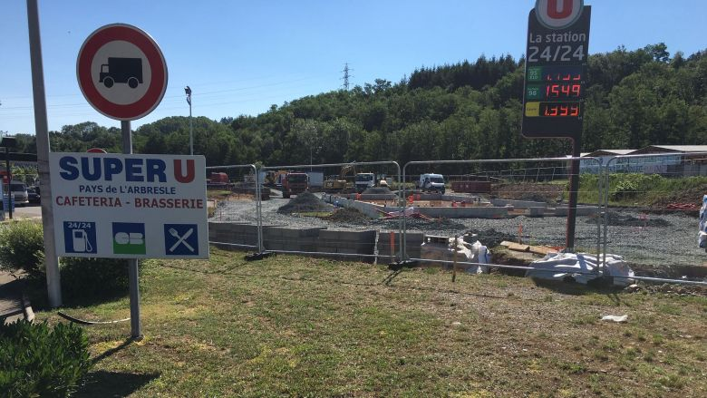 Chantier du McDonald's aux abords du parking du Super U / © France 3 Rhône-Alpes / Sophie Valsecchi
