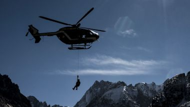 L'hélicoptère du PGHM de Chamonix - Photo d'illustration / © JEFF PACHOUD / AFP.