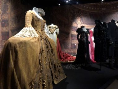 La Flûte enchantée, le Lac des cygnes, la Bohême : 150 costumes recréent la féerie de l'Opéra de Paris, grâce à l'exposition du Centre National du Costume de Moulins (Allier) / © Léa Broquerie / France 3 Auvergne