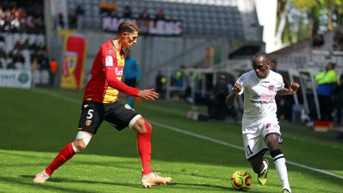 Ligue 2 : le Clermont Foot s'incline 1 à 0 à Lens