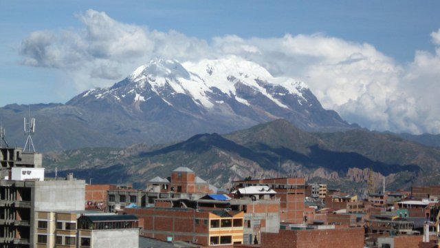 La montagne du Nevado Illimani, en Bolivie. / © Flickr / Alhen