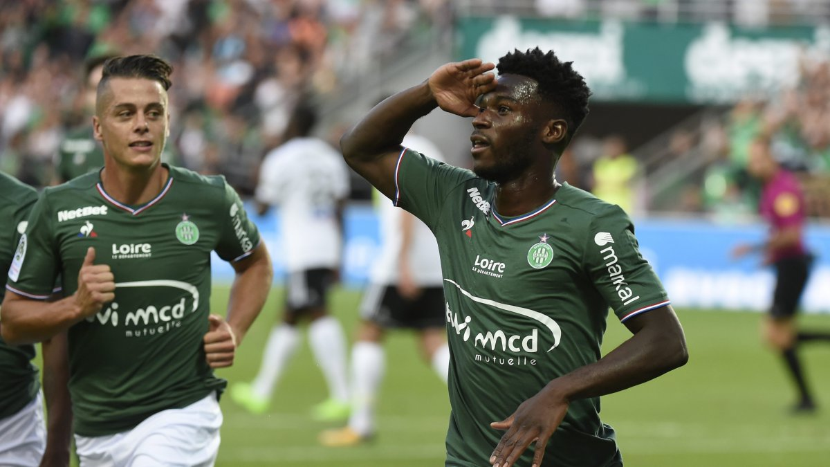 J.Bamba inscrit le premier but de l'ASSE sur penalty face à Amiens (19/8/17) / © MAXPPP