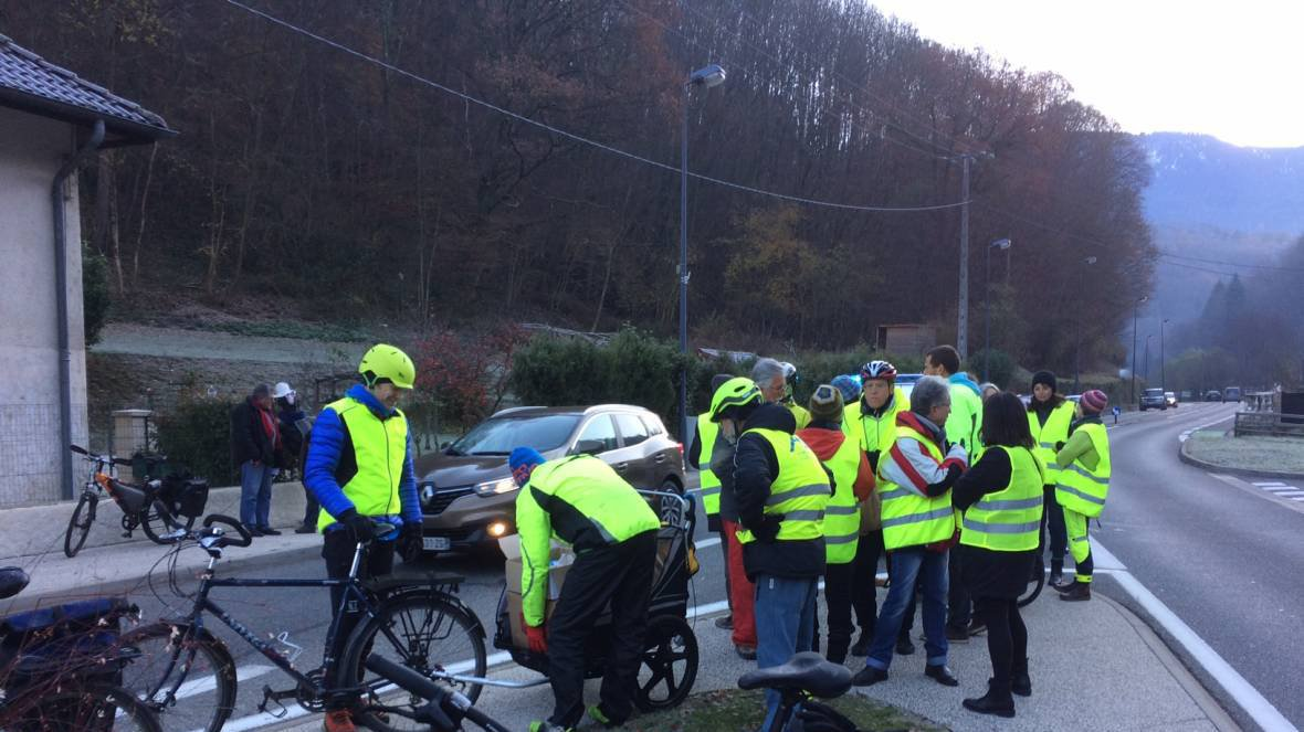 "Un collectif se mobilise pour dire ""stop aux accidents mortels de cyclistes"" dans la combe d'Uriage"