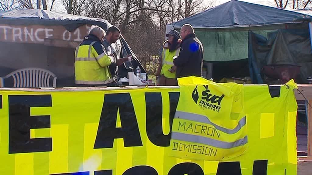 "Au campement des ""gilets jaunes"" de Tossiat (Ain). / © France 3"