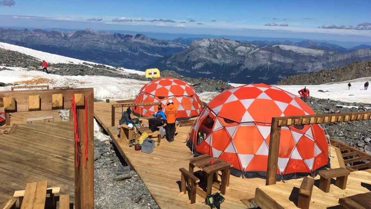 PHOTOS. Le camp de base de Tête-Rousse, une solution d'appoint face à la surfréquentation du mont Blanc