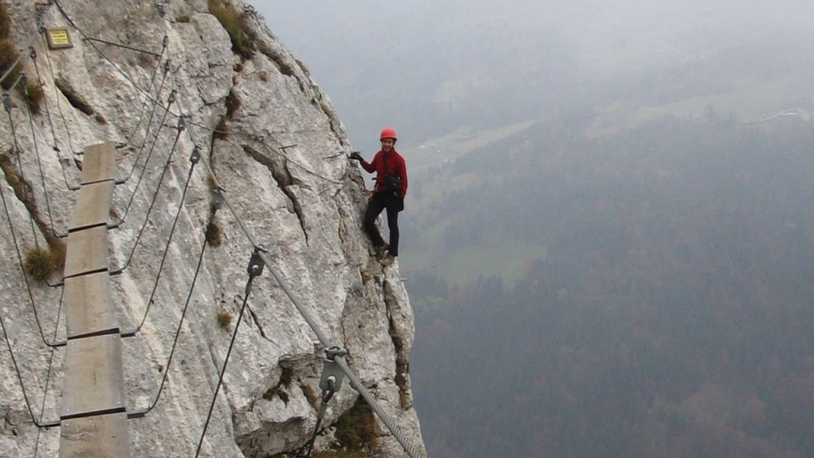 Photo d'illustration - un randonneur dans la Via Ferrata de Roche Veyrand au dessus de Saint Pierre d'Entremont / © claudio lobos / Flickr