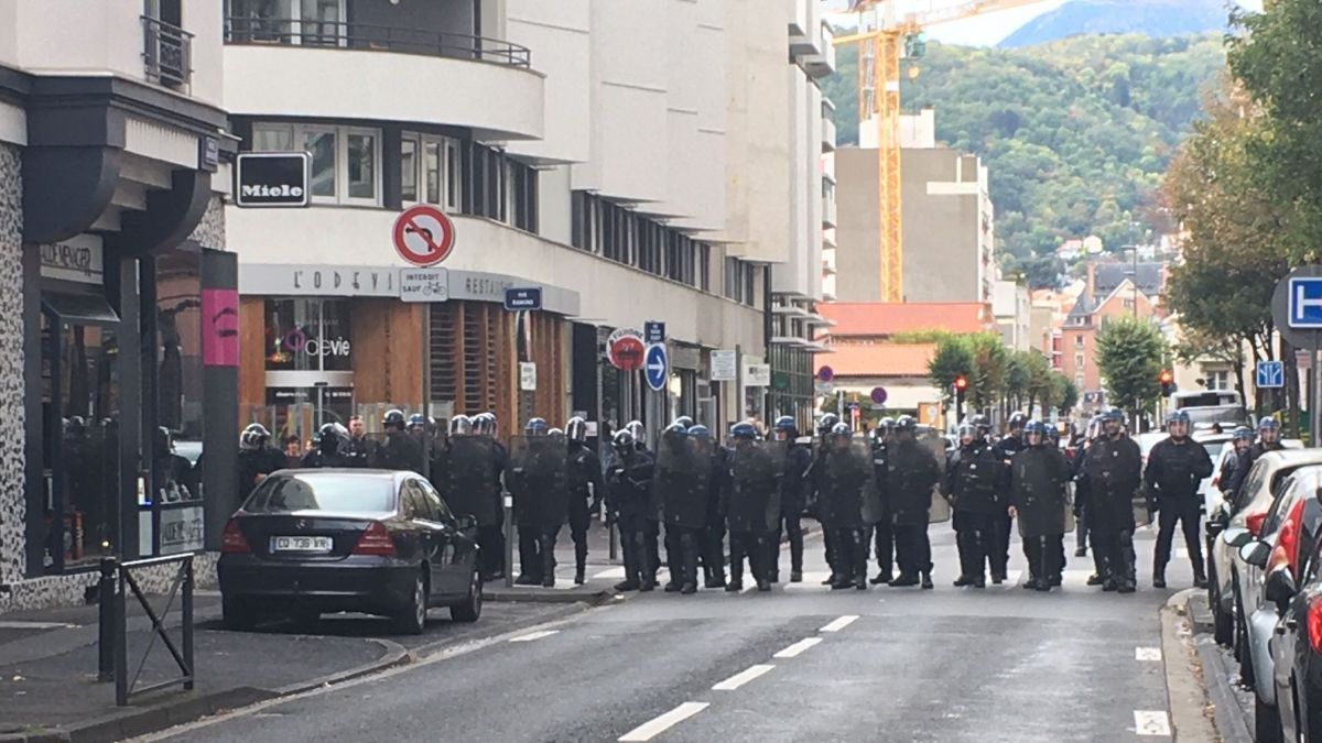 Clermont-Ferrand : les Gilets jaunes bravent l'interdiction de manifester
