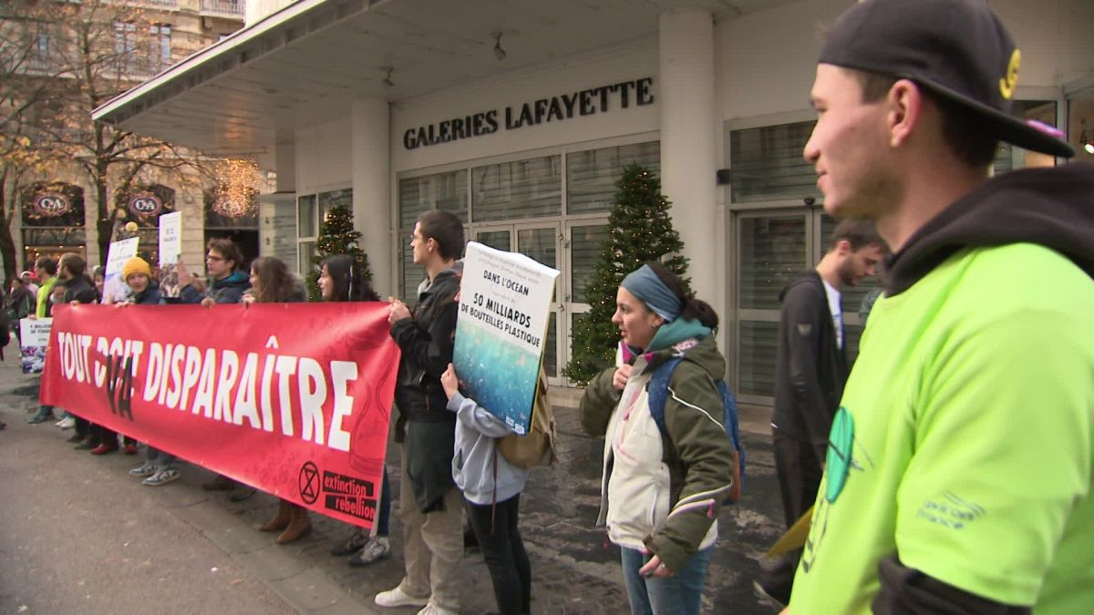 Action contre le Black Friday à Grenoble