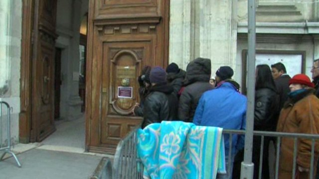 La queue des demandeurs d'asile à Grenoble / © France 3 Alpes