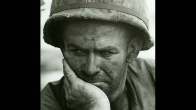 Gilles Caron : US soldier, Battle of Dak To, Hill 875, South Vietnam, November 1967 / © Fondation Gilles Caron Contact Press Images