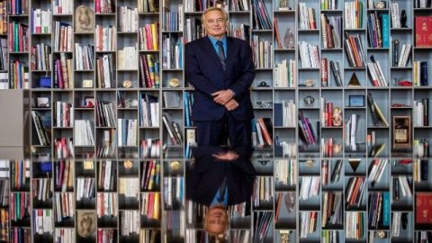 rebsamen_bibliotheque_afp_photo_jeff_pachoud_640x360.jpg