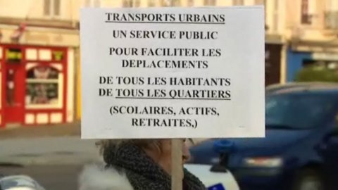 Grand Chalon : Les usagers de la ligne 2 manifestent à nouveau contre la modification du service de bus