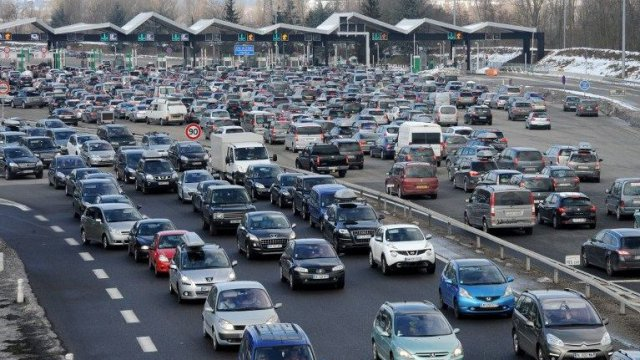 Prudence sur les routes. On attend beaucoup de monde sur les grands axes du pays. © AFP PHOTO / JEAN-PIERRE CLATOT