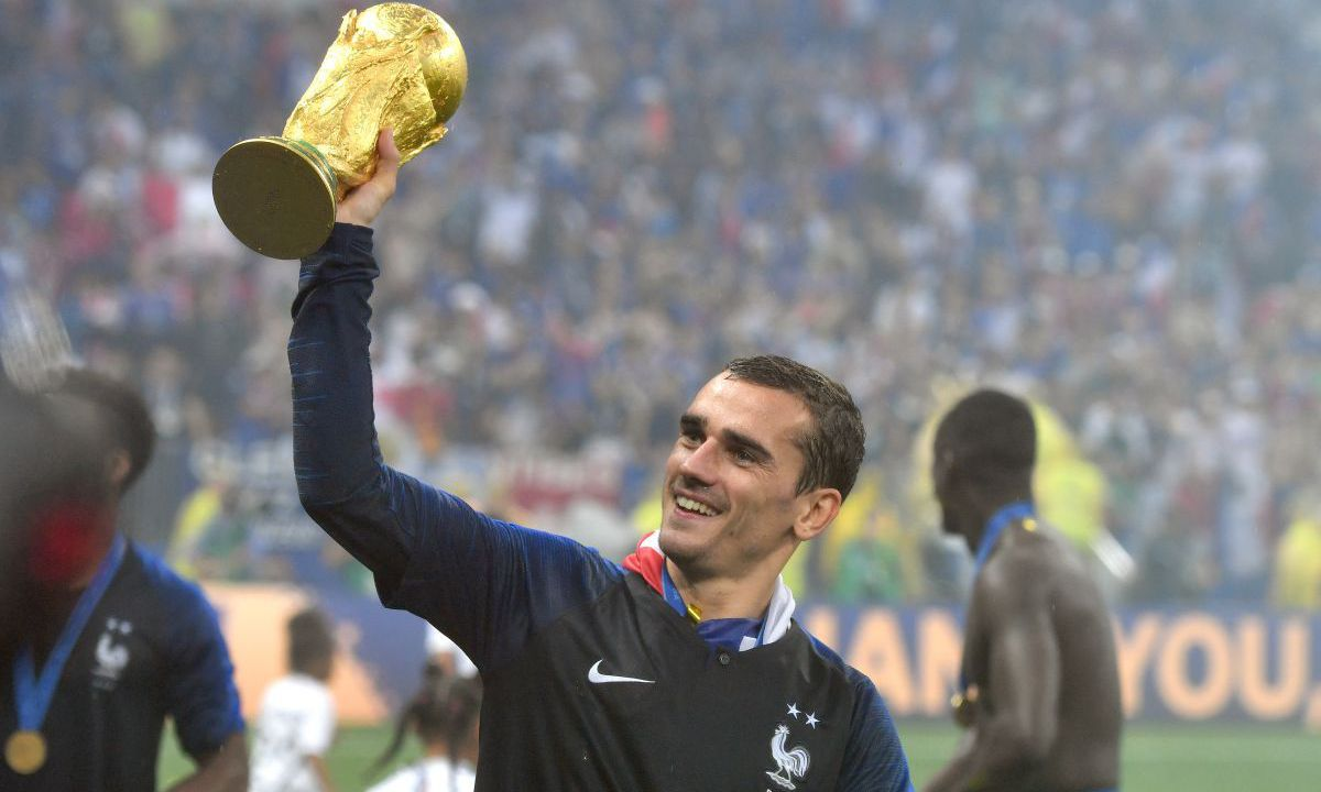 coupe du monde de foot 2018 antoine griezmann on est. Black Bedroom Furniture Sets. Home Design Ideas