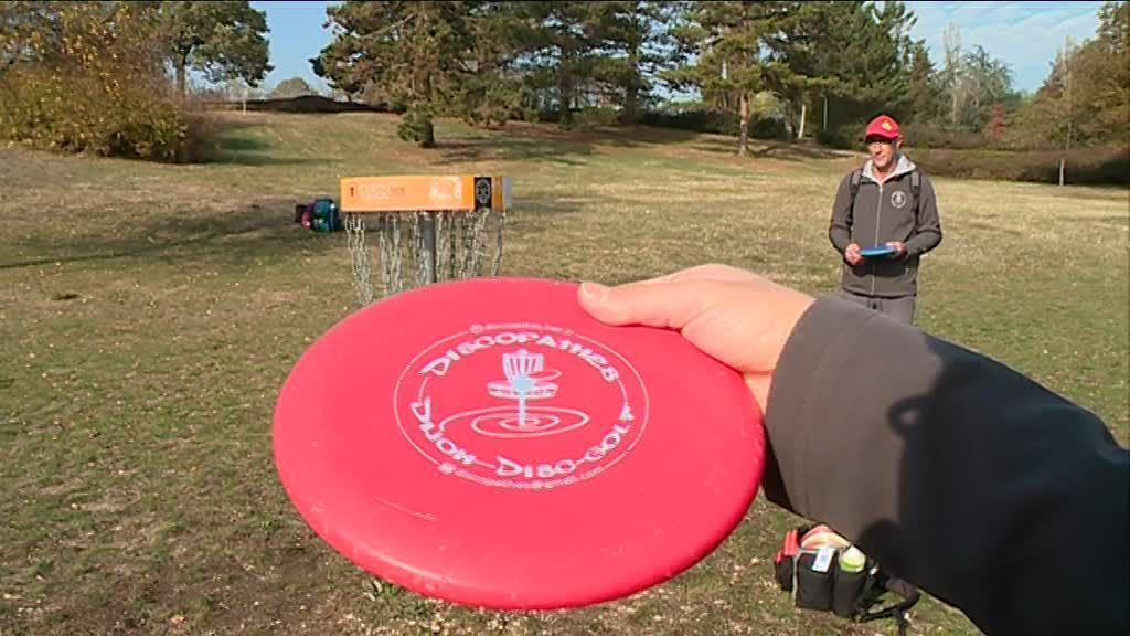 Sport : on a testé...le disc-golf !