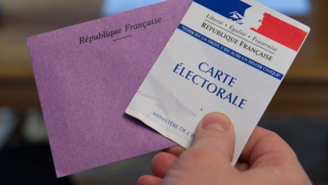 Illustration élections, bulletin de vote carte électorale_SEBASTIEN BOZON / AFP
