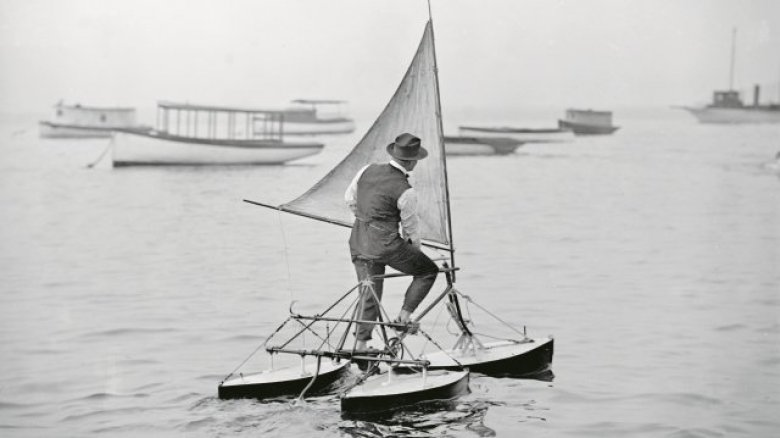 L'hydrocycle à voile ! / © Collection G.G. Bain