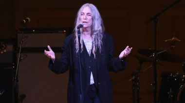 La chanteuse rock Patti Smith sur scène pour un concert gala au Carnegie Hall à New York - 3 mars 2018 / © AFP - Getty image North America - Ilya S. Savenok