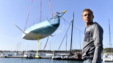 Le skipper dunkerquois Thomas Ruyant devant son voilier Advens for cybersecurity. / © MAXPPP