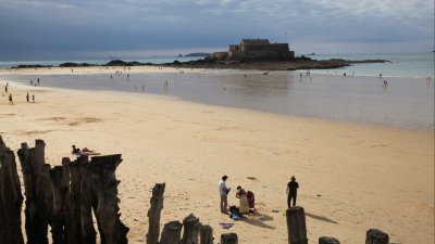 Saint-Malo : la plage du Sillon, 3ème plus belle de France
