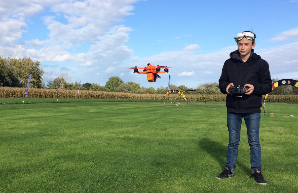 Drone de course : dans les yeux du Malouin Thomas Grout, champion de France junior
