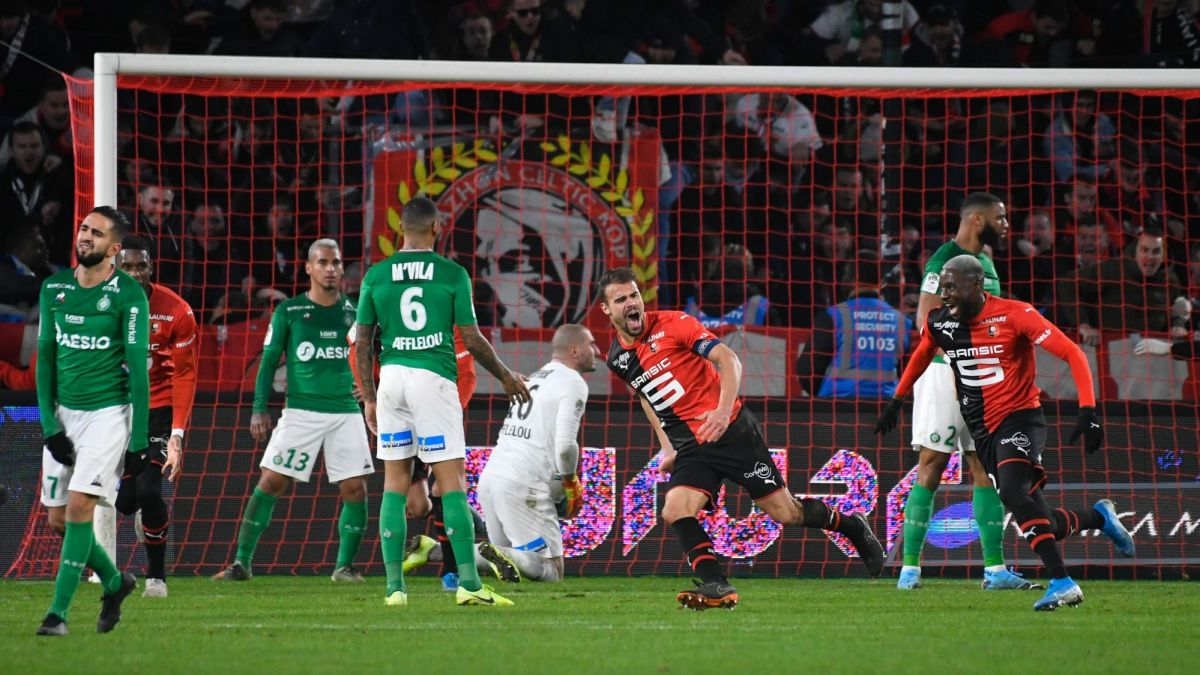 La joie du capitaine rennais Damien Da Silva (au centre) après son but dans le temps additionnel contre Saint-Etienne au Roazhon Park à Rennes - 01/12/2019 / © AFP - D. Meyer