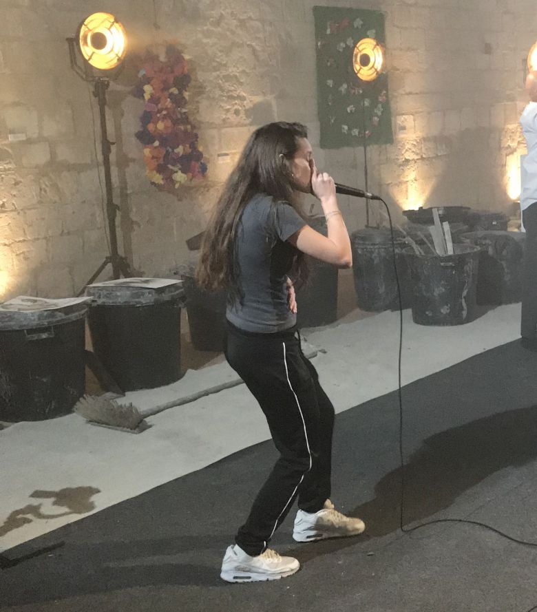 Julia Leca dans une performance de beatboxing / © Simone et Raymond Productions