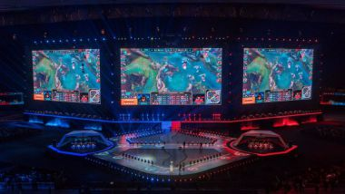 League of Legends sur grand écran, lors de la finale des championnats du monde - Chine, novembre 2017 / © STR / AFP