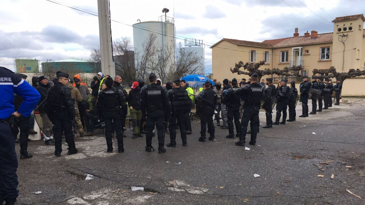 "[DIRECT] Suite du mouvement des ""gilets jaunes"" en Corse"