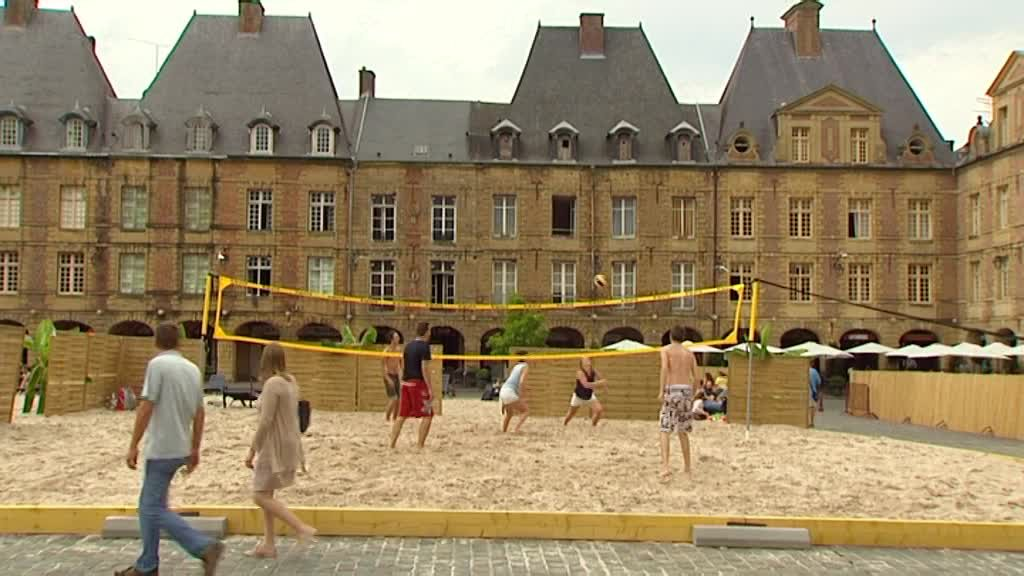 charleville m zi res ardennes la plage place ducale france 3 champagne ardenne. Black Bedroom Furniture Sets. Home Design Ideas