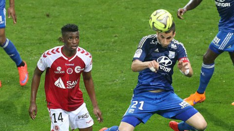 Ligue 1 : Reims s'incline 2-4 face à Lyon sur la pelouse du stade Auguste Delaune à Reims