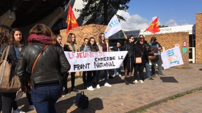 Reims : Une trentaine d'étudiants manifestent contre le Front National