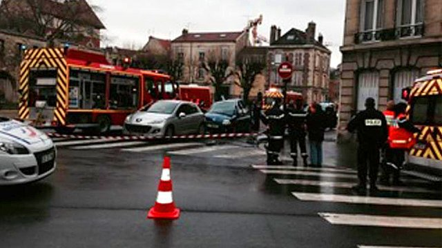 Accident de la circulation rue Voltaire à Reims / Photo : Osman Celikbilek