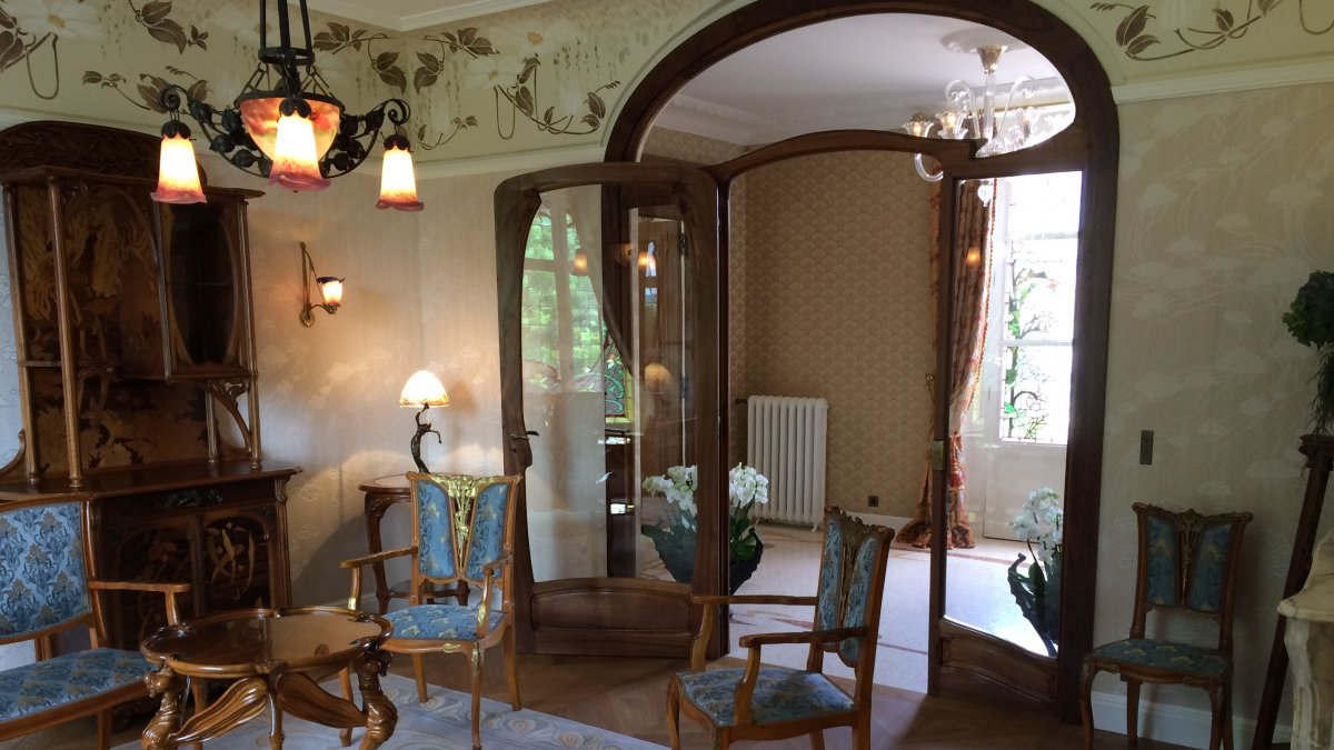 Maison Perrier-Jouët : la plus grande collection d'objet d'Art nouveau privée en France