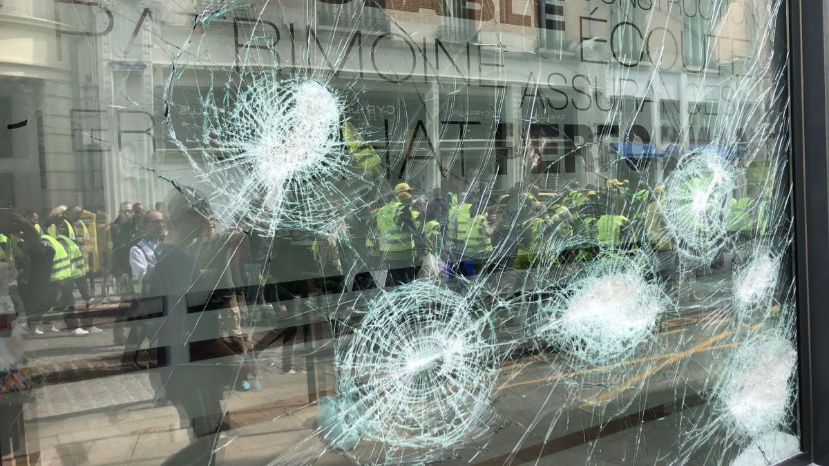 Un millier de gilets jaunes à Reims: vitrines cassées dans le centre-ville, plusieurs interpellations