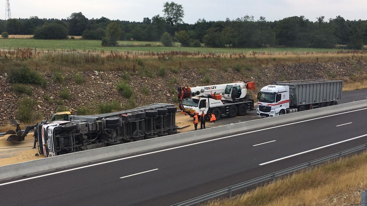 Ardennes. Accident d'un camion sur l'autoroute A304, la circulation coupée