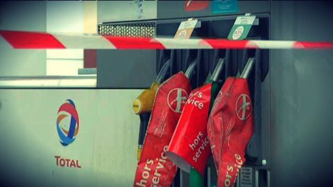 "Blocages routiers : ""pas de pénurie"" de carburant, assure Vidalies"