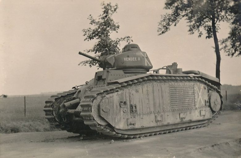 The French B1 Bis tank is a 32-tonne steel monster but it consumes a lot of fuel (it takes two refills to cover 25 kilometers and refueling is done by tanker). / © Régis Potier private collection
