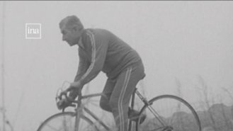 Cycliste archive INA