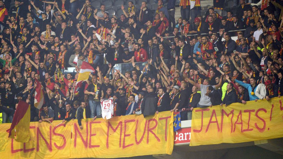 VIDEOS. RC Lens : les supporters appellent à soutenir le club jusqu'au maintien