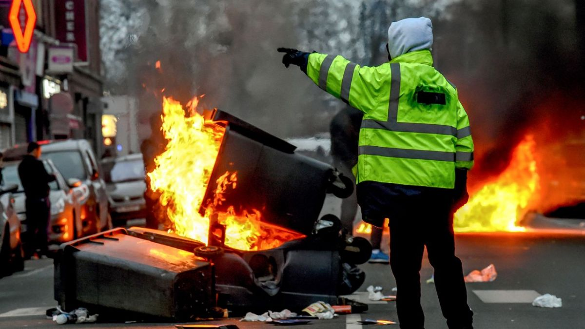 "VIDEO. Lille : plus d'un millier de ""gilets jaunes"" manifestent, quelques incidents"
