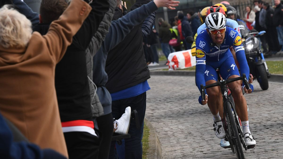 VIDEO. Paris-Roubaix : Philippe Gilbert remporte l'édition 2019