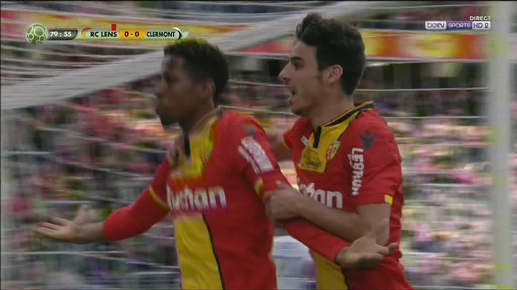 VIDEO. Le RC Lens, à dix contre onze pendant 1h, bat Clermont et garde espoir pour la Ligue 1