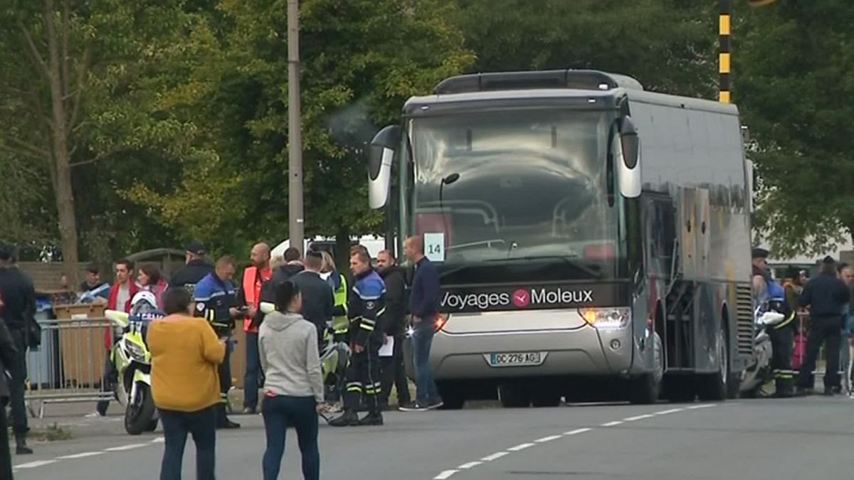 Un bus transportant des migrants à Grande-Synthe ce mardi / © FRANCE 3