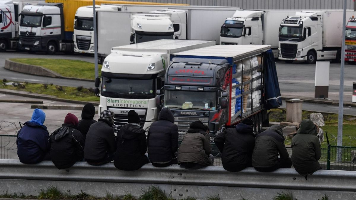 "Barrages de migrants à Calais : le port appelle le gouvernement ""au secours"""