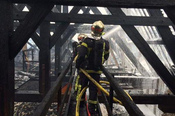 La toiture de la basilique Saint-Donatien après l'incendie