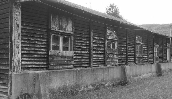 Baraquements du camp du GTE de Clocher à Saint-Sulpice-le-Guéretois en Creuse