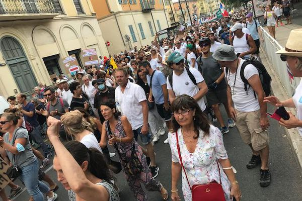 Les infectiologues redoutent la défiance de certains concernant la vaccination. A Nice, un cortège avait rassemblé 6.000 personnes selon des chiffres de la préfecture samedi 24 juillet.